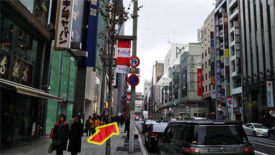 「キムラヤ」の横を中央通りを直進します。