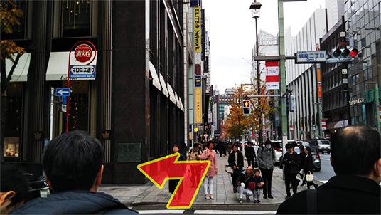 シャネルを過ぎて、銀座二丁目交差点を左折し、マロニエ通りに入ります。
